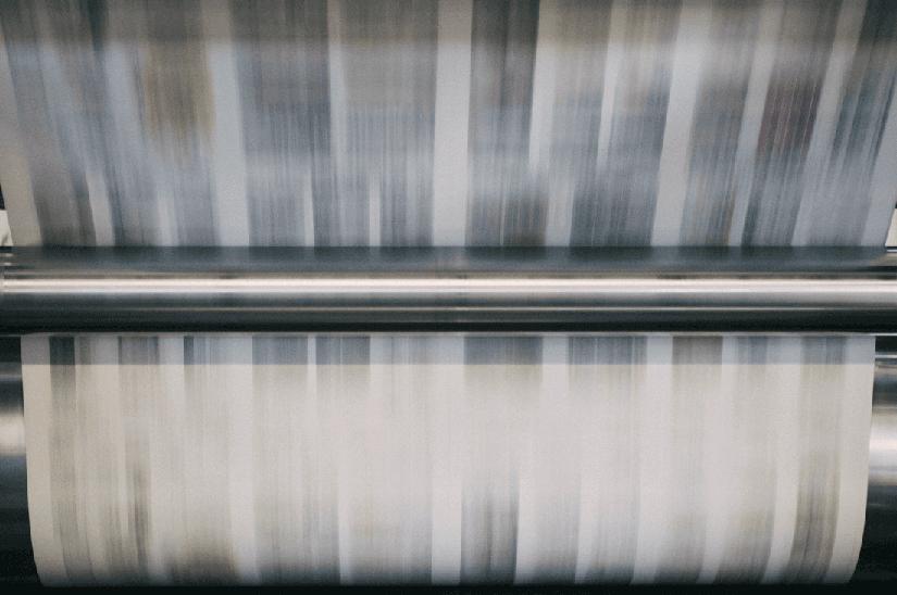 Rullo macchina da stampa in rotativa per la produzione di volantini online per la grande distribuzione.