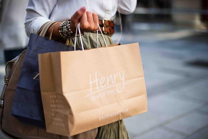 Cosa sono le shopping bags? Il brand pret a porter: Shopper in carta.