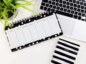 Come organizzare la tua giornata lavorativa al meglio con i planning da tavolo